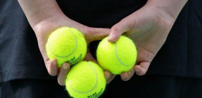 Fan tranh cãi vì không biết bóng tennis màu xanh hay vàng