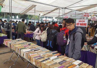 20 tấn sách được bày bán tại hội sách cũ Hà Nội tháng 3