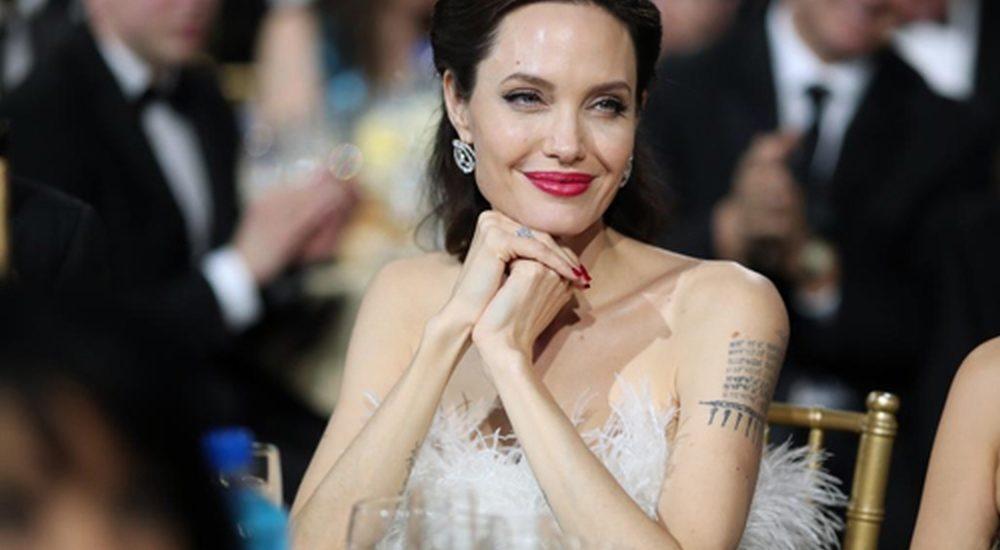 Angelina Jolie: 'Tôi thấy dấu hiệu tuổi tác khi ngắm mình trong gương'