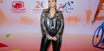 Biên đạo Huỳnh Mến diện 'cây đen' cá tính dự sự kiện thể thao