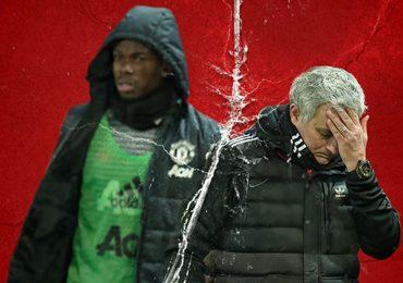 MU xem xét sa thải Mourinho nếu bị loại khỏi cúp FA
