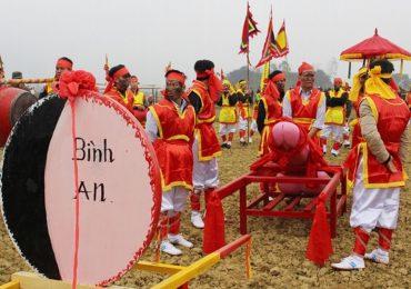 Lễ hội Ná Nhèm rước 'của quý' ở Lạng Sơn khiến du khách đỏ mặt