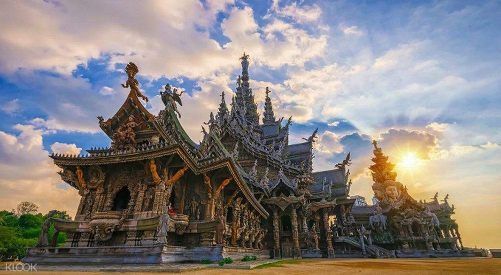 Ngôi đền độc đáo 'chẳng bao giờ hoàn thành' ở Thái Lan