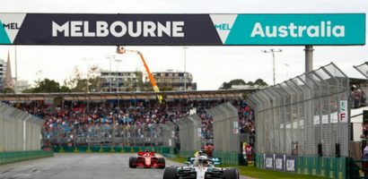 Hamilton giành pole, Mercedes chia nửa buồn vui