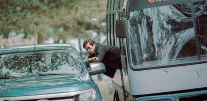 Lý Hải mạnh tay đập phá 4 xe hơi cho cảnh quay trong phim mới