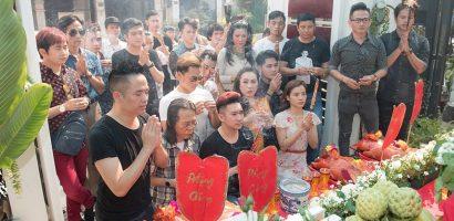 Sao Việt đến tư gia Quang Hà dâng hương lên tổ nghiệp ngày đầu năm