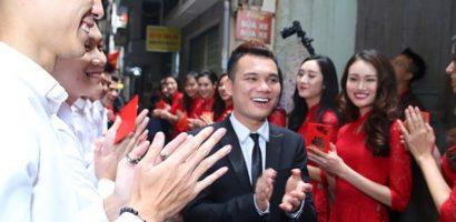 Khắc Việt hạnh phúc trong đám hỏi với bạn gái DJ