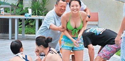 Sao nữ Trung Quốc phải hầu tiệc đêm ngày: 'Phụ nữ mãi để mua vui?'