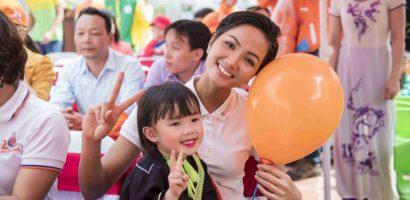 Hoa hậu H'hen Niê trao trường mầm non tại tỉnh Lạng Sơn
