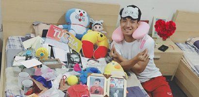 Trai đẹp Bùi Tiến Dũng khoe 'núi' quà tặng của fan
