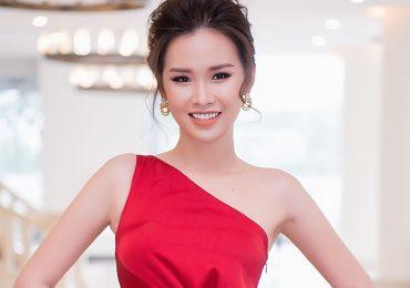 Á hậu Thanh Trang thả dáng quyến rũ khoe body đồng hồ cát