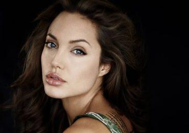 Angelina Jolie – Từ 'gái hư' làng giải trí đến 'bà hoàng' Hollywood đương đại
