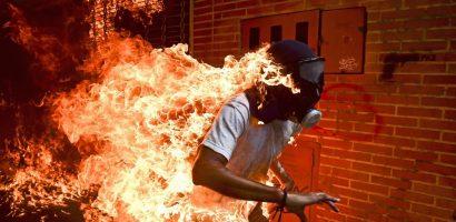 'Ngọn đuốc sống Venezuela' đoạt giải ảnh báo chí của năm