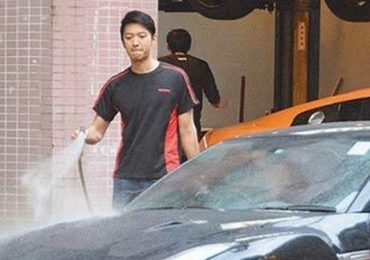 Nam vương TVB phải kiếm sống bằng nghề rửa xe