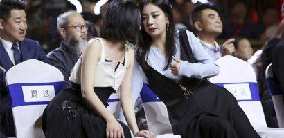 Gần 10 năm bất hòa, Triệu Vy và Châu Tấn ôm vai bá cổ khi gặp nhau