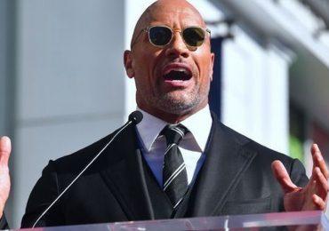 Người hùng cơ bắp The Rock từng khóc ròng vì trầm cảm