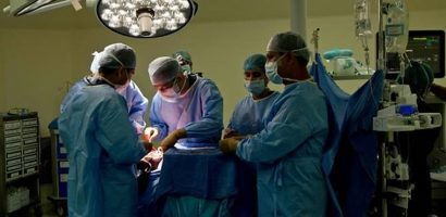 Bác sĩ phẫu thuật xong xuôi mới phát hiện nhầm bệnh nhân