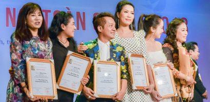 Trịnh Kim Chi chia vui giải Vàng cùng các văn nghệ sĩ