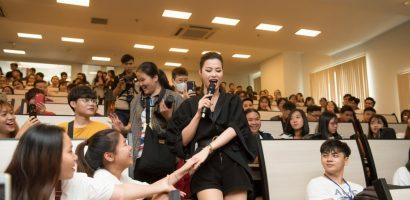 Đông Nhi và Uni5 'quậy tưng bừng' trong tour quảng bá HHVN2018