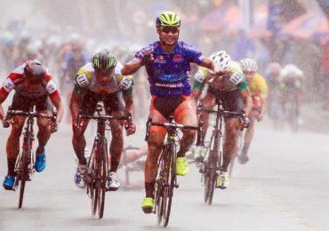 Lê Nguyệt Minh thắng chặng đua trong mưa ở giải xuyên Việt