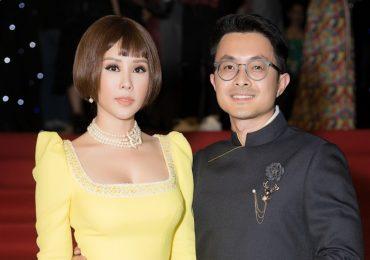 Hoa hậu Thu Hoài tình tứ bên bạn trai đi xem 'Coco yêu dấu'