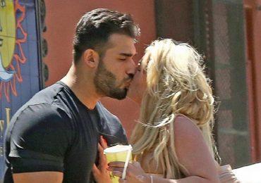 Britney Spears hôn người tình trẻ trên phố
