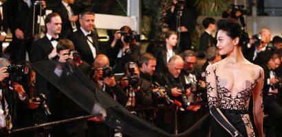 Hoa hậu phơi ngực trần ở LHP Cannes bị nghi tự bỏ tiền mua vé mời
