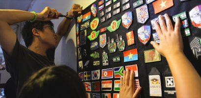 Tấm dán lịch sử Việt của nhóm bạn trẻ Sài Gòn