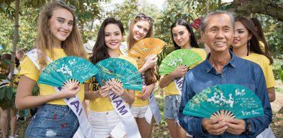 Diệu Linh tặng quạt vải nan tre cho dàn thí sinh Nữ hoàng Du lịch Quốc tế 2018