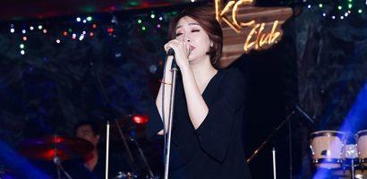 Pha Lê khóc nghẹn, hát tặng người yêu trong đêm nhạc riêng