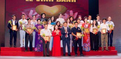 NTK Valentines Vân Nguyễn rực rỡ trong đêm vinh danh nghệ sĩ nhân ái