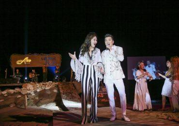 Đàm Vĩnh Hưng vừa hát – vừa khiêu vũ cùng Hoa hậu Nhân ái Đỗ Lan