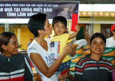 Hoa hậu H'hen Niê trao quà từ thiện tại Lâm Đồng