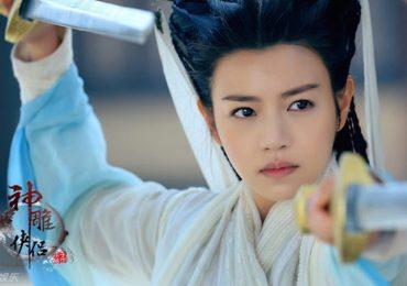 Bộ ảnh đẹp lung linh của Tiểu Long Nữ bị chê kém nhan sắc
