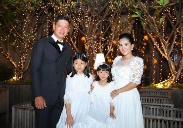 Bình Minh hôn vợ nồng nhiệt trong tiệc kỷ niệm 10 năm ngày cưới