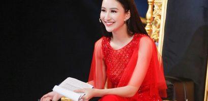 Á hậu Hà Thu ghi điểm với vai trò host tại 'Duyên dáng Bolero 2018'