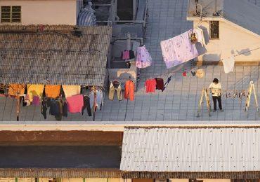 Bộ ảnh chụp cảnh sinh hoạt thân thuộc trên những mái nhà cao tầng