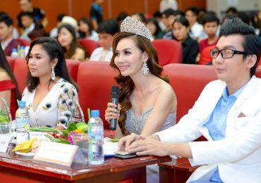 Á hậu Doanh nhân Hoàn vũ 2018 tự tin ngồi ghế nóng giám khảo