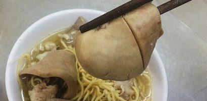 Quán hủ tiếu mì Sài Gòn hút khách nhờ miếng cật lớn