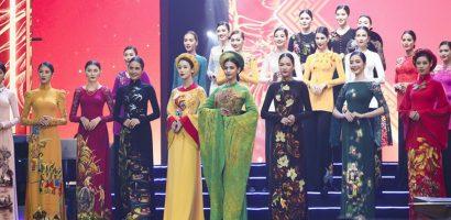 Trương Thị May diễn vedette áo dài trong liveshow để đời của danh ca Hương Lan