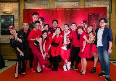 Sao Việt 'đội mưa' đến mừng Quang Trung ra mắt MV parody 'Bùa yêu'