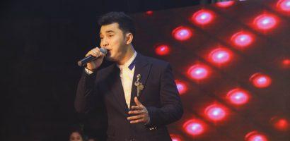 Ưng Hoàng Phúc được fans Ninh Thuận chào đón