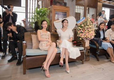 Á hậu Hà Thu và Jun Vũ diện váy cổ điển đọ sắc tại sự kiện