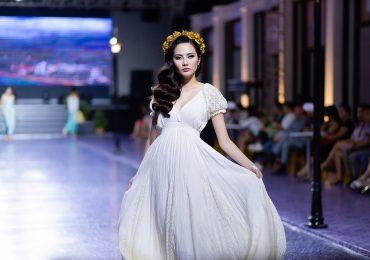 Nguyễn Diệu Linh khuynh đảo sàn catwalk với váy trắng ấn tượng