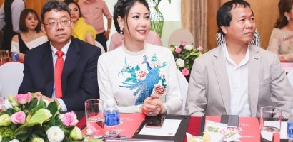 Chỉ diện áo dài trắng, Hoa hậu Hà Kiều Anh vẫn đẹp thu hút ánh nhìn