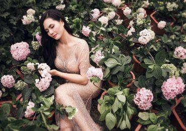 'Sao mai' Lương Nguyệt Anh gợi cảm giữa ngàn hoa