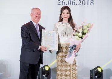 Lý Nhã Kỳ đẹp quý phái tại Lễ ra mắt Lãnh sự danh dự Rumani tại TP.HCM