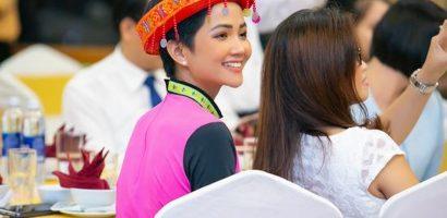 Hoa hậu H'Hen Niê hoá thân thành cô gái H'Mông xinh đẹp rạng rỡ