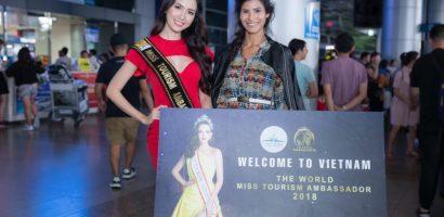 Phan Thị Mơ ra sân bay lúc 12h đêm đón thí sinh 'Hoa hậu Đại sứ Du lịch Thế giới 2018'