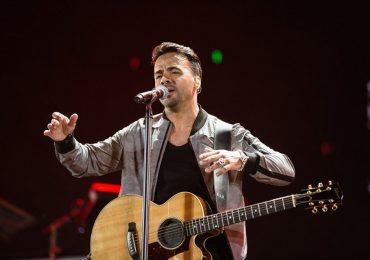 Chủ nhân hit 'Despacito' hát đến gần 3 giờ sáng phục vụ khán giả